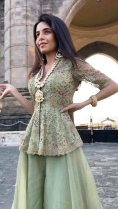 Indian Dress Up, Asian Wedding Dress Pakistani, Indian Bridal Outfits, Indian Bridal Fashion, Indian Fashion Dresses, Indian Designer Outfits, Pakistani Dresses, Pakistani Fashion Party Wear, Long Dress Design
