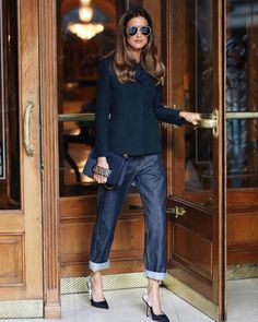 up cropped boyfriend jeans with Dior J'adore slingback pumps and a black long sleeved cropped sweater. With Dior clutch. Casual Summer Outfits For Women, Summer Work Outfits, Office Outfits, Casual Outfits, Fashion Outfits, Womens Fashion, Style Fashion, Fashion Beauty, Hijab Casual