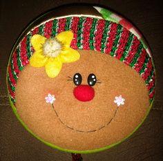 YOYO GALLETA Gingerbread Crafts, Gingerbread Man, Christmas Fabric, Christmas Crafts, Christmas Ornaments, Reno, Felt Art, Fabric Decor, Wood Crafts