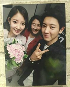 park chanyeol sister and mother kakak dan ibu chanyeol exo korea park yoora Baekhyun, Chanyeol Cute, Park Chanyeol Exo, Kpop Exo, K Pop, Exo Concert, Exo Ot12, Exo Chanbaek, Boyfriends