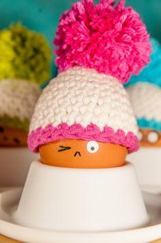 Eine Anleitung zum Eierwärmer häkeln - Pudelmütze BigBommel. Mach deinen Frühstückstisch zum Laufsteg!