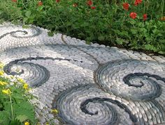 Don't let your garden miss the decorative component of a garden pathway. Read more to see our five-garden pathway design you can try now! Pebble Garden, Garden Stones, Garden Paths, Garden Art, Garden Paving, Pebble Patio, Mosaic Garden, Unique Gardens, Small Gardens