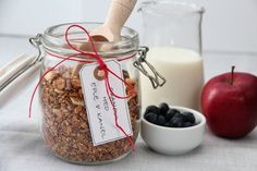 Granola med eple og kanel | TRINEs MATblogg Granola, Biscotti, Smoothies, Diy And Crafts, Food And Drink, Baking, Breakfast, Recipes, Wrapping