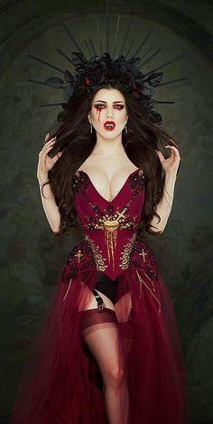 Model: Threnody In Velvet aka Morgana (@threnodyinvelvet) - Headdress: @lorysunartistry - Corsetry: @hollyrafaela - Make up: @ritueldefille #vampire #makeup #makeuplook #blood #threnodyinvelvet #ritueldefille #fangs #EndlessNightLA #VampireBall