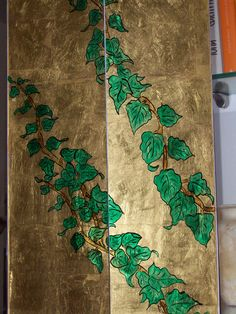 """""""Edera"""" rivestimento camino dipinto su vetro con colori policromi, china e doratura a foglia oro zecch. 22 kt.  PARTICOLARE."""