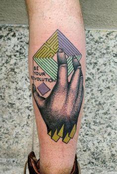 Ya tocaba encontrar a otro tatuador especial. Os presento al italiano Luca Font.                                    LUCA FONT      …
