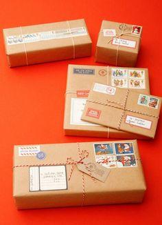imprimir fotos de papai noel em forma de selos e enviar o presente ao amigo pelo correio é uma bela surpresa de Natal