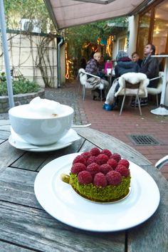 Himbeertörtcheen im Café Pure Freude in Düsseldorf    Pure Freude Hohe Straße 9 40213 Düsseldorf www.purefreude.de