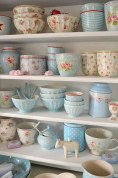 Shabby Chic Interior Design Ideas For Your Home Cocina Shabby Chic, Shabby Chic Mode, Casas Shabby Chic, Estilo Shabby Chic, Shabby Chic Cottage, Shabby Chic Style, Shabby Chic Decor, Cottage Style, Shabby Chic Outfits