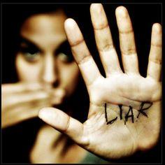 «El mentiroso siempre es pródigo en juramentos.» Pierre Corneille
