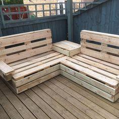 Palette Garden Furniture, Wood Patio Furniture, Pallet Furniture Designs, Diy Outdoor Furniture, Diy Pallet Patio Furniture, Handmade Furniture, Pallet Seating, Patio Seating, Outside Seating