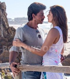 Pritam has collaborated with Major Lazer star Diplo for a song titled Phurr. - Jab Harry Met Sejal song Phurr: Anushka Sharma and Shah Rukh Khan lock eyes in this EXCLUSIVE still Best Bollywood Movies, Bollywood Quotes, Bollywood Couples, Shah Rukh Khan Movies, Shahrukh Khan, Chak De India, Richest Actors, Srk Movies, Sr K