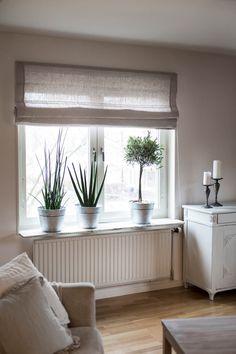Hissgardin som ett alternativ upp till sovrummet & Beccas rum. Gärna linne som är genomskinligt & inte stänger ut ljuset.