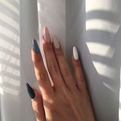 Semi-permanent varnish, false nails, patches: which manicure to choose? - My Nails Aycrlic Nails, Hair And Nails, Glitter Nails, Nail Manicure, Coffin Nails, Edgy Nails, Milky Nails, Dream Nails, Cute Acrylic Nails