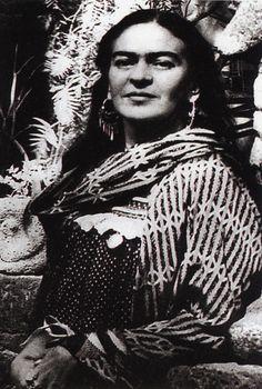 Frida Kahlo, I don't think I have seen thisnpic until now...