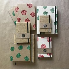 #colección #unramodeflores a #mamá #diadelamadre un lindo regalo  #disponible #pedidos #domicilio y listo Handmade Notebook, Diy Notebook, Handmade Books, Plain Notebook, Notebook Design, Journal Notebook, Homemade Gifts For Dad, Ideas Collage, Book Making