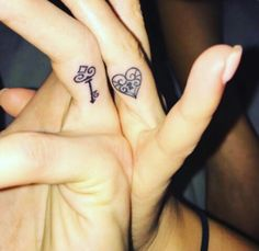 I love these type of things Ich liebe diese Art von Dingen tattoos for couples Couple Tattoos Love, Finger Tattoos For Couples, Couples Tattoo Designs, Family Tattoos, Tattoos For Women, Couple Tattoos Unique Meaningful, Key Tattoo Designs, Key Tattoos, Ring Tattoos