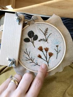 Hand embroidery botanical cross stitch needlepoint modern embroidery creative ideas and hacks Hand Embroidery Videos, Embroidery Flowers Pattern, Hand Embroidery Stitches, Embroidery Hoop Art, Embroidery Patterns Free, Embroidery Techniques, Ribbon Embroidery, Cross Stitch Embroidery, Needlepoint Stitches