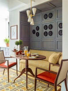 Gideon Mendelson Remembers his Last Project with his Mother Dining Area Design, Classic White Kitchen, Traditional Dining Rooms, Interior Decorating, Interior Design, Classic House, Minimalist Home, Beautiful Interiors, Luxury Homes