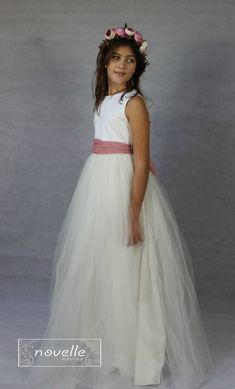 NOVELLE comunion - Mod. Clara 1 Girls Dresses, Flower Girl Dresses, Wedding Dresses, Flowers, Fashion, Dress Girl, Wedding Gowns, Floral Crowns, Espadrilles