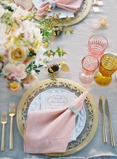 New wedding vintage decoration table place settings ideas Beautiful Table Settings, Wedding Table Settings, Place Settings, Photo Deco, Table Set Up, Pink Table, Gold Table, Wedding Decorations, Table Decorations