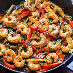 Fajitas are so flavorful and easy! A one-pan shrimp fajitas recipe with juicy shrimp, tender vegetables and an amazing fajita marinade. Fish Recipes, Seafood Recipes, Mexican Food Recipes, Recipes With Shrimp, Kitchen Recipes, Cooking Recipes, Healthy Recipes, Shrimp Fajita Recipe, Vinaigrette