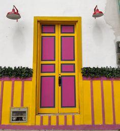Door Entryway, Windows And Doors, South America, Tiny House, Garage Doors, San Rafael, Jeep Willys, Door Ideas, Architecture