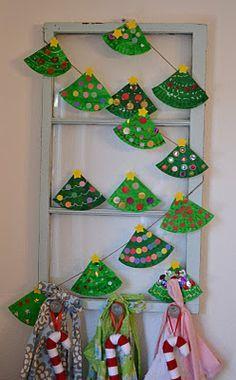 Weihnachtsbaum-Girlande aus Papptellern ⭐️ Christmas-Tree-Garland from Paper-Plates (Pappteller vierteln, grün bemalen und bunt dekorieren, mit Sternchen bekleben und an einem Band befestigen)