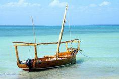 Zanzibar ramane o destinatie de plaja cu adevarat exotica. Pentru ca resorturi de lux gasesti in toata lumea dar aceasta aroma de mirodenii si coloritul bogat al insulei sunt ingrediente unice care te fac sa te simti cu adevarat intr-o lume exotica, o lume pe care mi-am dorit sa o vad de cand eram copil si citeam romane de aventuri: Africa, taramul care iti cutremura simturile si iti face pulsul sa creasca.