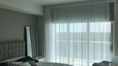 Blinds And Curtains Living Room, Bedroom Blinds, House Blinds, Home Curtains, Modern Curtains, Living Room Corner Decor, Home Decor Bedroom, Sliding Door Curtains, Motorized Blinds