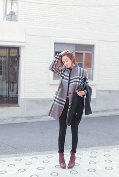 Love this look, boots + coat {Classic} - Clean, polished look - Autumn/Fall - Winter