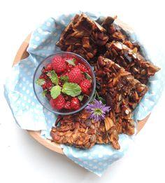 Crunchy muslibars made of fruits, nuts and seeds :) Recipe her:  http://minmatglede.com/2013/10/musli-energy-bars/#post