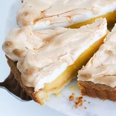 A classic homemade Lemon Meringue Pie recipe with three perfect layers of melt-in-your-mouth pie crust, a creamy lemon filling & a fluffy meringue topping. Lemon Recipes, Pie Recipes, Sweet Recipes, Baking Recipes, Dessert Recipes, No Bake Pies, No Bake Cake, Lemon Meringue Tartlets, Thermomix Desserts