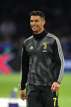 Cristiano Ronaldo of Juventus warms up prior to the UEFA Champions League Quarter Final first leg match between Ajax and Juventus at Johan Cruyff Arena on April 2019 in Amsterdam, Netherlands. Get premium, high resolution news photos at Getty Images Foto Cristiano Ronaldo, Cristiano Ronaldo Hd Wallpapers, Cristino Ronaldo, Ronaldo Football, Ronaldo Juventus, Cr7 Wallpapers, Ronaldo Real Madrid, Workout Posters, Cute Love Cartoons