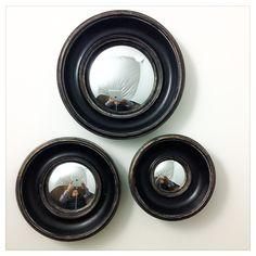 Set de 3 miroirs convexes ronds noirs, patine antique, appelés aussi miroirs de sorcière! Chaque miroir est de taille différente: 16cm / 19cm / 23cm Le prix est