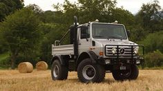 Arnold Schwarzenegger has never been shy when it comes to his personal vehicles, and here's one that's officially up for grabs: his custom Mercedes-Benz Unimog. Buying it should provide you with surplus machismo for life. Mercedes Benz Unimog, Mercedes Truck, Mercedes Amg, Unimog For Sale, Custom Mercedes, Rv, Offroader, Mercedez Benz, Bug Out Vehicle