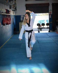 Karate Girl, Martial Arts Women, Art Women, Female Art, Exercise, Girls, Clothes, Fashion, Woman Art
