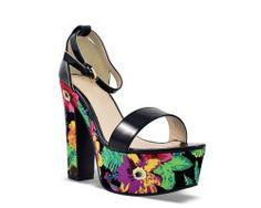 25€ Ankle strap and platform sandal pattern, black color and floral motive. Visit our website now!