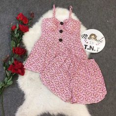 Dotti Shop: ĐỒ BỘ KATE NGẮN 2 DÂY NÚT TO HOA NHÍ - CHUẨN HÀNG MẪU MẶC - DB090 | Sendo.vn Rompers, Dresses, Fashion, Vestidos, Moda, Fashion Styles, Blanket Sleeper, Romper Suit, The Dress