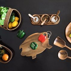 Woodelicious!  Wishing you lovely day!  Our wooden tableware is available online - http://www.rainandpeacock.com/product/piggy-chopped-platter/  _____________    #kitchenware #tableware #wood #shop #natural #ecofriendly #productstyling #wooden #serveware #bemorepeacock #rainandpeacock #homeandlifestyle #homedecor