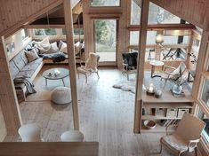 Utsikt til stue fra hems | Besøk oss på Norsk Hyttesenter på… | Flickr