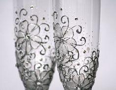 HECHO de encargo 5-7 días Set de 2 hermosas y pintado a mano romántica flautas de champán para tu boda o aniversario.Estos elegantes gafas