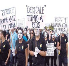 La participacion de jovenes pantomimos fue una de las actividades de alegria durante el inicio de la fiesta en conmemoracion a la ¨Morenita¨Virgen de Suyapa. #Honduras