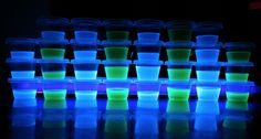 Ever seen a jello shot? Ever seen a jello shot, that glows? Alcohol Jello Shots, Making Jello Shots, Blue Jello Shots, Jelly Shots, Drinks Alcohol, Tonic Water, Gin And Tonic, Luau Party Games, 80s Party