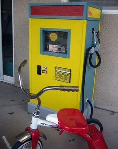 Ashlie Oestreich Burns *For Parker who likes to make sure his ride always has a full tank!* pretend play - diy gas station Source by idea diy Play Centre, Gas Pumps, Dramatic Play, Outdoor Play, Pretend Play, Diy Toys, Play Houses, Kids Furniture, Diy For Kids