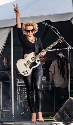Blues Guitarist and Singer Chica Heavy Metal, Heavy Metal Girl, Pretty Girl Images, Rock Y Metal, Beauty And The Beat, Women Of Rock, Rocker Girl, Guitar Girl, Female Guitarist