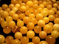 Amber Beads: A fossilised resin -not technically a semi-precious stone-it's considered an organic gem. Amber Gemstone, Amber Beads, Amber Jewelry, Gemstone Jewelry, Beaded Jewelry, Workshop, Baubles And Beads, Beaded Brooch, Wholesale Beads
