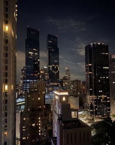 Night Aesthetic, City Aesthetic, Travel Aesthetic, New York Life, Nyc Life, City Vibe, Dream City, Concrete Jungle, Belle Photo