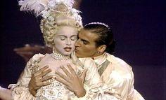 Madonna y su Vogue: en el Blond Ambition Tour, en el videoclip, en esta versión para los MTV Music Awards... Madonna y Vogue