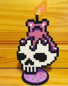 Skull and Candle Perler Bead Stand Up Hama Beads, Fuse Beads, Halloween Beads, Halloween 2018, Melty Bead Patterns, Beading Patterns, Bead Crafts, Diy Crafts, Perler Bead Art